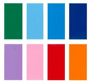 Farver blå, lilla, lyserød, grøn, rød og orange sklistermærker i skiltefolie til klistermærker og magnetskilte