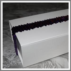 Gaveæske med elastikbånd lilla palietter