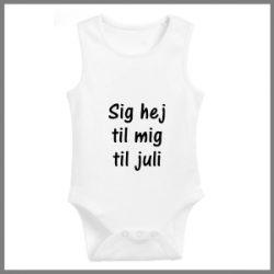 Baby bodystocking med tekst - Sig hej til mig til juli