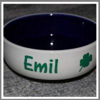 Madskål hundeskål med navn tekst lys keramik og blå indvendig